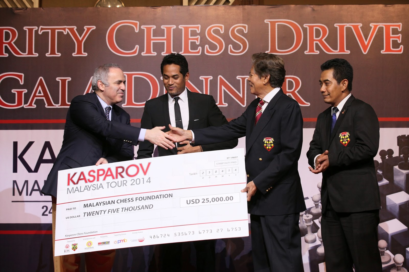 Garry handing over a cheque to Tan Dri Ramli Ngah Talib to help start Kasparov Chess Foundations Asia-Pacific's support for Chess in Education