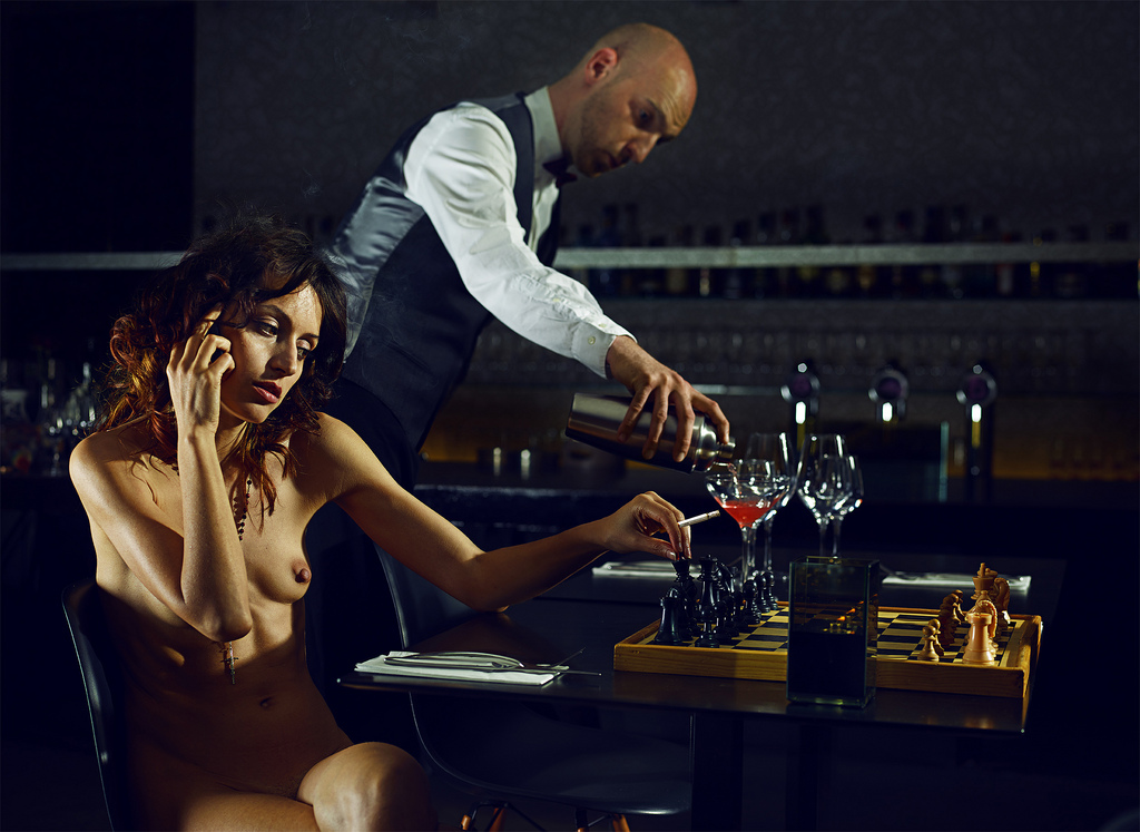 bart-ramakers,chess-for-dummies,woman-caf-girl-bar-naked-nude-cosmopolitan-pub-erotic-nu-femme-fine-arts